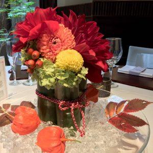 秋色のゲストテーブル装花